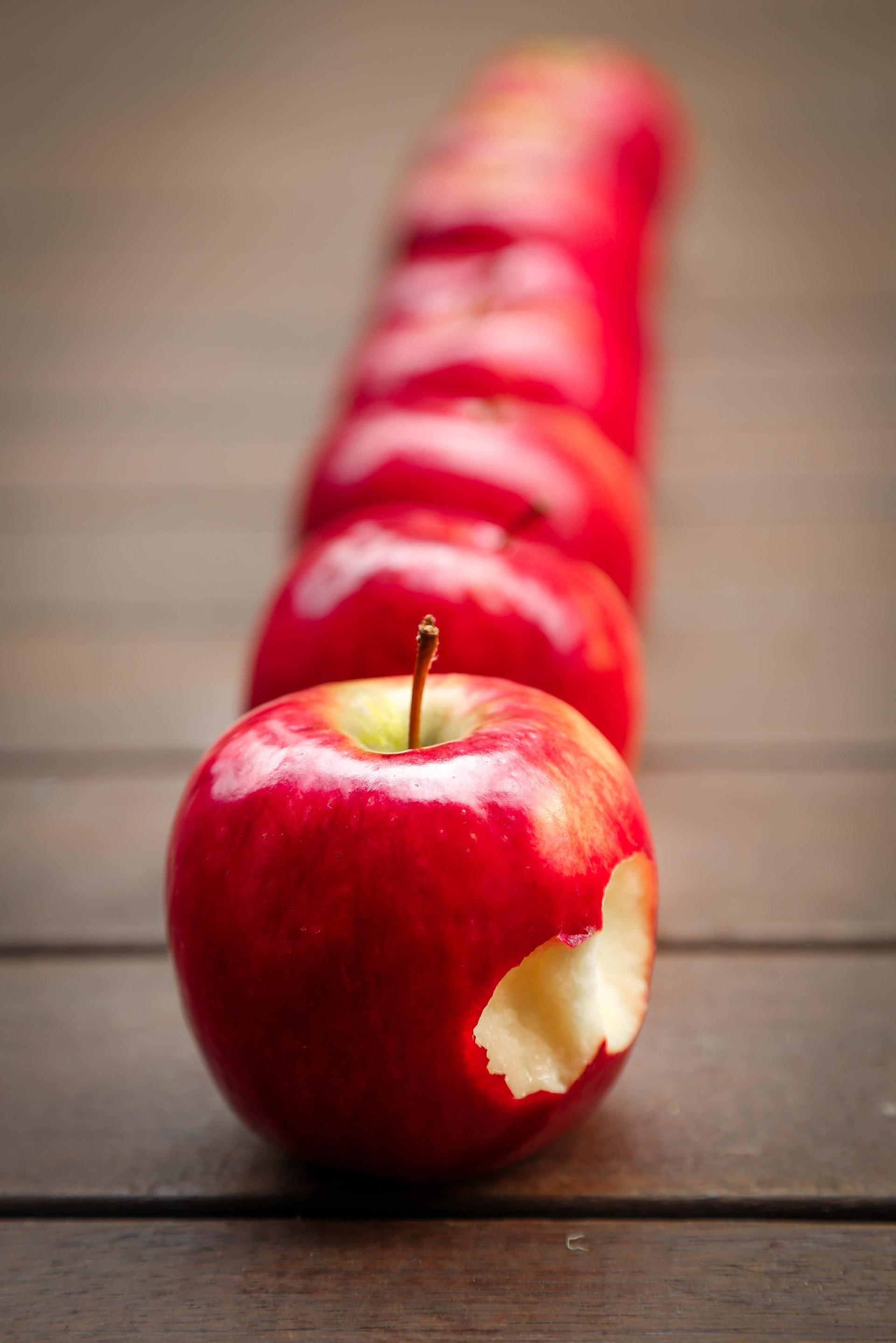 Fenomen nadgryzionego jabłka – czas na czerwonego iPhone'a!