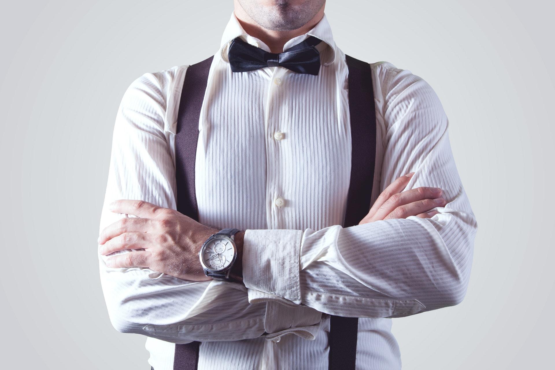 Rozpięte guziki w koszuli – hot or not?