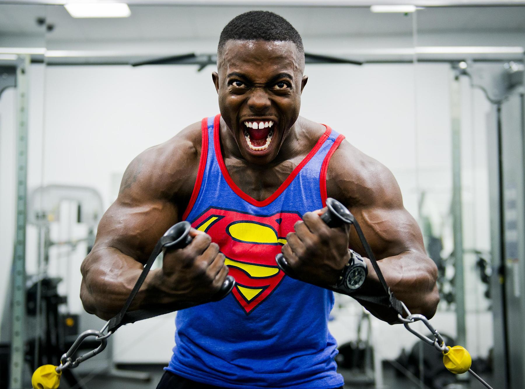 Jak podkreślić mięśnie i nie przesadzić?