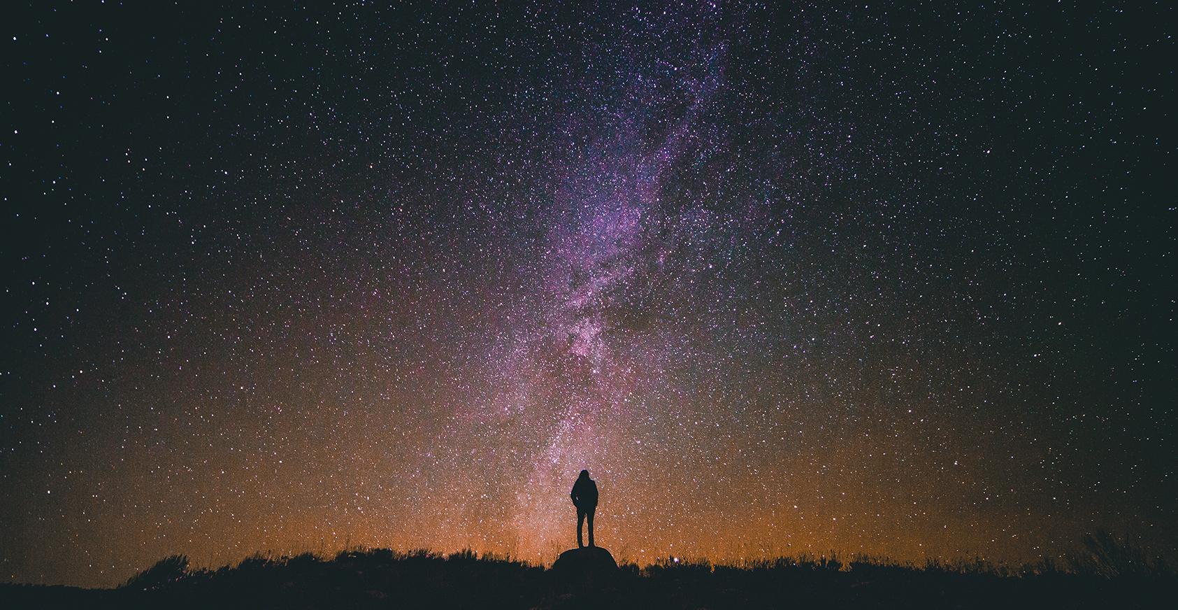 Noc pod gwiazdami, czyli w co się ubrać na spacer z dziewczyną